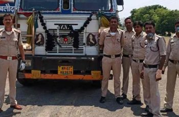 Driver escaped leaving truck loaded with illegal liquor of 40 lakh